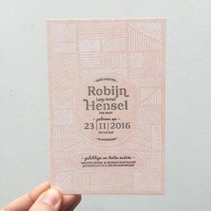 geboortekaartje-letterpress-robyn-lichtroze-klassiek-streepjes-artdeco