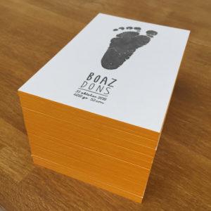 geboortekaartje-letterpress-boaz-voetprint-voetafdruk-handgeschreven-okergeel-zwart