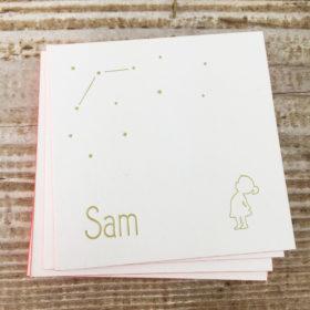 letterpress-geboortekaartje-sam-meisje-silhouet-goud-roze-abrikoos-kleuropsnede-detail-handgemaakt-voorkant