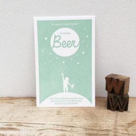 geboortekaartje-letterpress-beer-jongetjes-stardust-sterretjes-reach-for-the-stars-aarde-wereld-knuffelbeer-lichtgroen-letterpressamsterdam