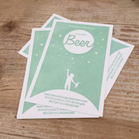 letterpress geboortekaartje beer reaching for the stars sterren maan zon aarde turen