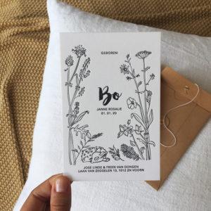 letterpress-geboortekaartje-veldbloemen-bo-hertje-wildebloemen-botanisch-handgetekend-bloemen-fluitekruid-papaver-zomer-lente