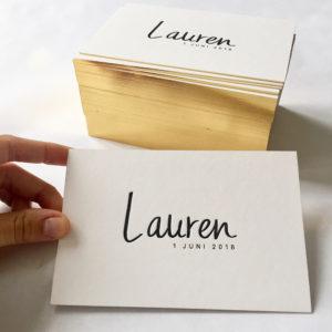 letterpress-geboortekaartje-lauren-kalligrafie-goudfolie-klassiek-eenvoud-gouden-randje-handgeschreven-goldschnitt-goudopsnede-amsterdamletterpress