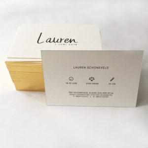 letterpress-geboortekaartje-lauren-kalligrafie-goudfolie-klassiek-eenvoud-gouden-randje-handgeschreven-goldschnitt-goudopsnede-amsterdamletterpress-icoontjes