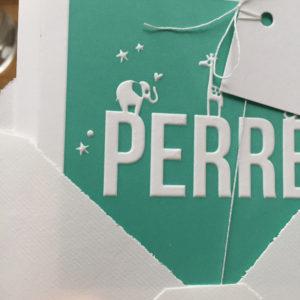 letterpress-geboortekaartje-perre-giraffe-olifantje-eendje-preeg-relief-vierkant-geschept