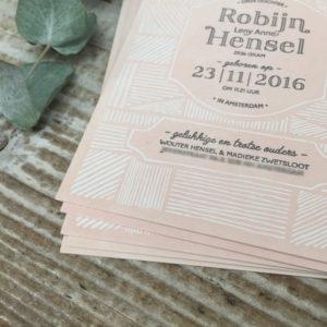 letterpress-geboortekaartje-robijn-streepjes-lichtroze-patroontje-dessin-artdeco-artnouveau-detail