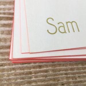 letterpress-geboortekaartje-sam-meisje-silhouet-goud-roze-abrikoos-kleuropsnede-detail-handgemaakt