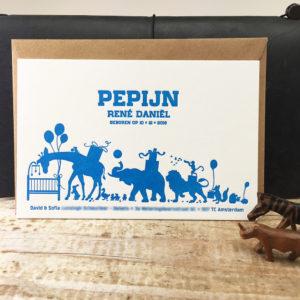 geboortekaartje-letterpress-amsterdam-pepijn-circusdieren-dieren-circus-giraffe-olifant-optocht-leeuw-blauw