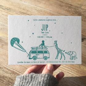 letterpress-geboortekaartje-jip-olifantje-giraffe-van-kite-surf-reizen-wanderlust-jongen-sterrenbeeld-cotton-paper