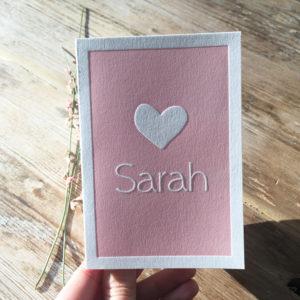 letterpress-geboortekaartje-sarah-roze-hart-lief-zoet-oud-roze-relief-indruk-cotton-paper-poeder-roze