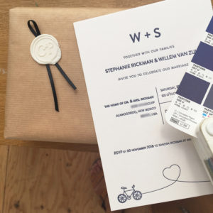 letterpress-huwelijkskaart-weddinginvite-studio-letterpressamsterdam-bike-cycle-blue-cotton-paper-karton-diepdruk-boekdruk-relief