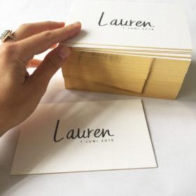 letterpress-geboortekaartje-lauren-kalligrafie-goudfolie-klassiek-eenvoud-gouden-randje-handgeschreven-goldschnitt-goudopsnede-amsterdam-boekdruk