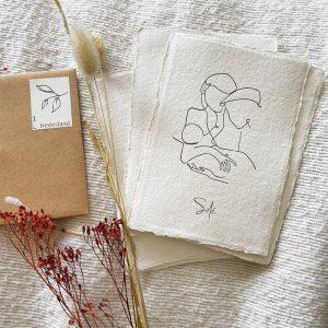 letterpress-geboortekaartje-tekening-illustratie-moeder-kind-vader-schets-geschept-lijntekening-simpel-eenvoud-uniek-Solé-prent-blaadje-botanisch-persoonlijke-postzegel